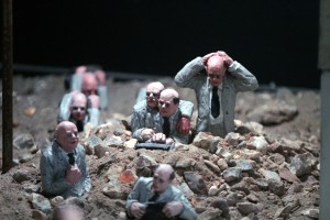 Isaac_Cordal-Follow-the-leaders (1)
